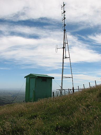 Kaimai Hut and tower - pre restoration 2009